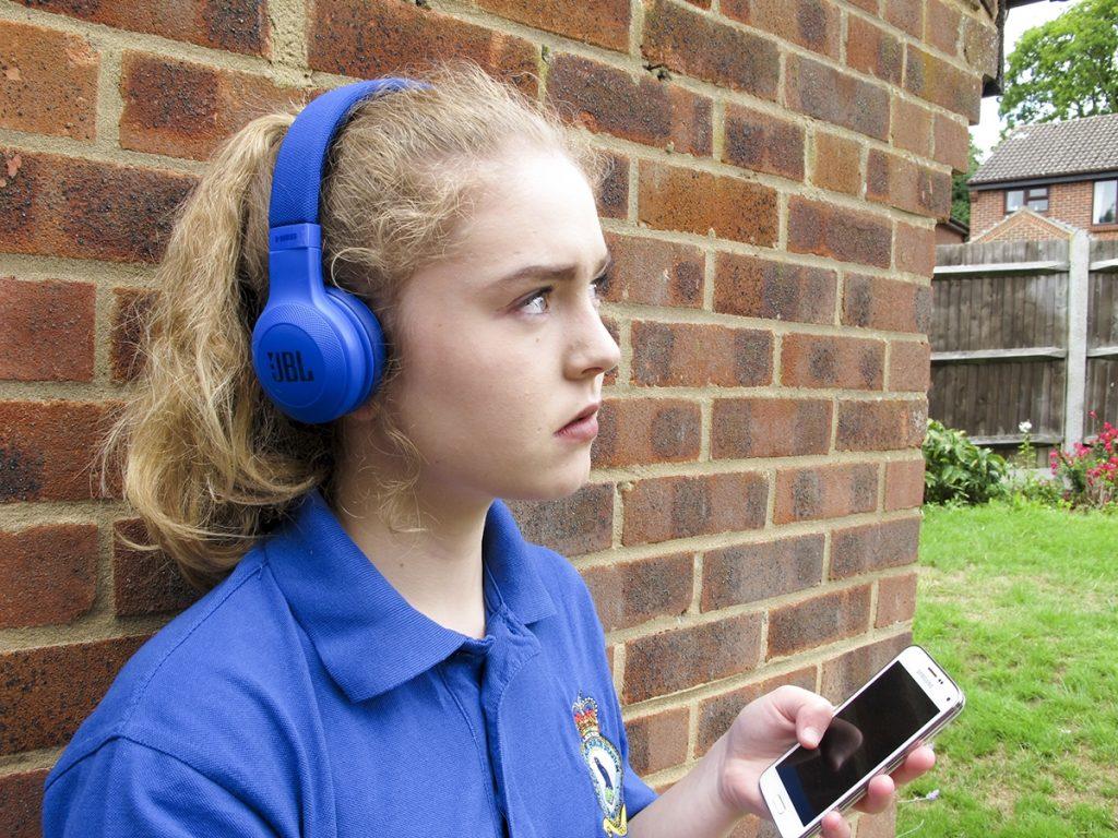 JBL E45BT Over-Ear Headphones Review // TechNuovo com