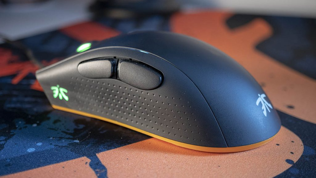 fnatic clutch 2 gaming mouse