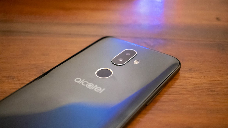 Alcatel 3V Mobile Phone Review // TechNuovo com