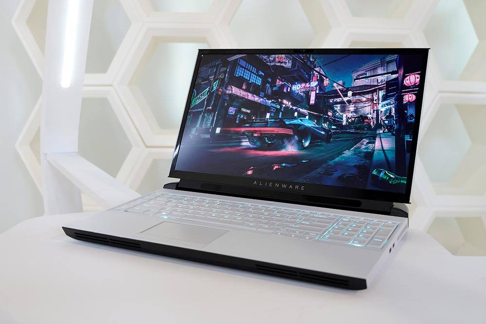 dell alienware area-15m gaming laptop 1