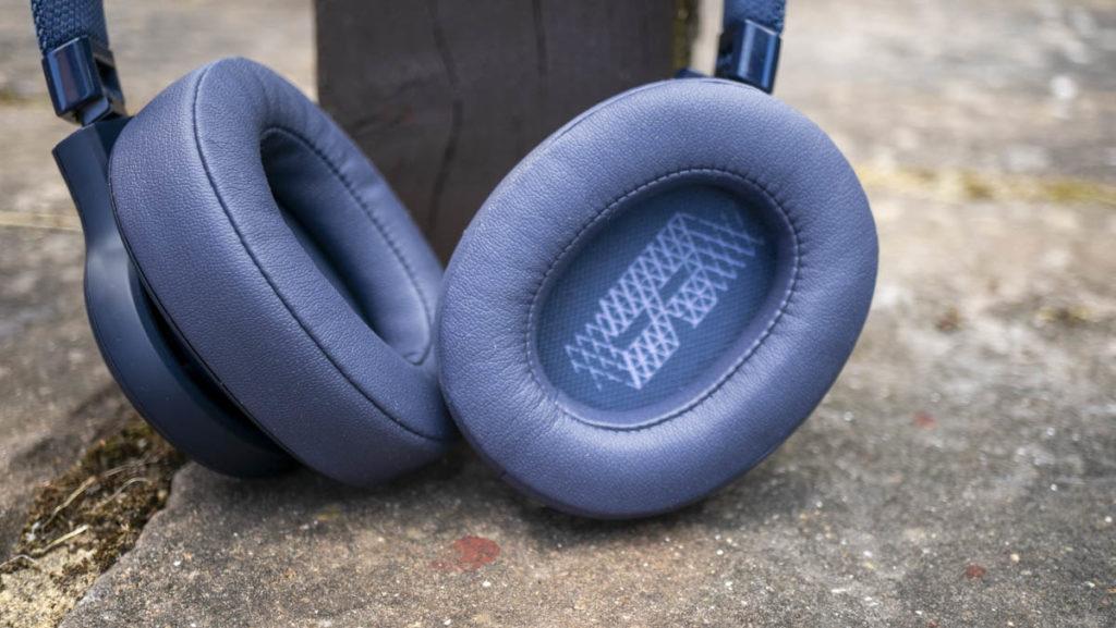 JBL LIVE500BT Bluetooth headphones